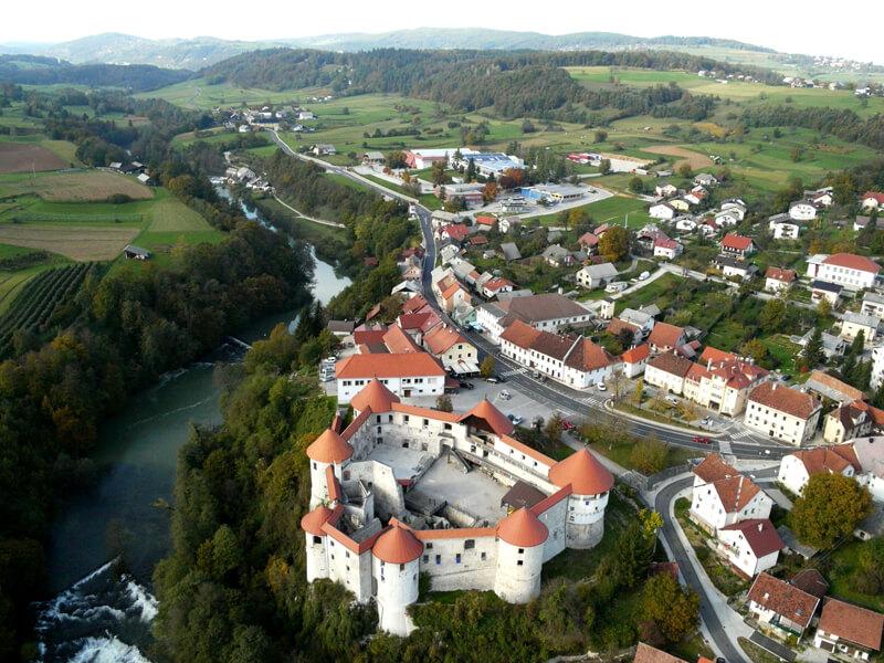 Grad Žužemberk in dolina reke Krke