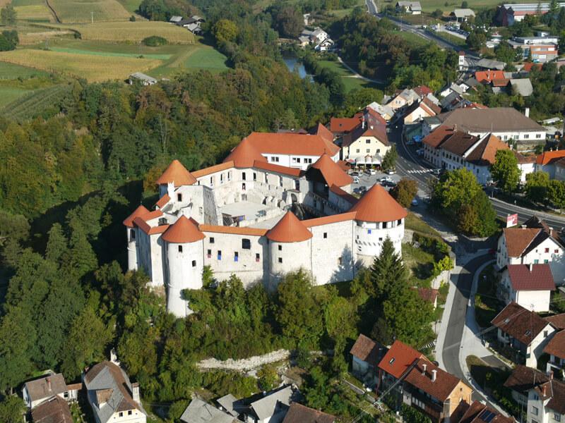 Grad Žužemberk z okolico